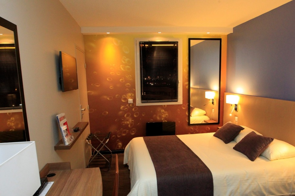 rooms qualys hotel reims tinqueux best rate guaranted 3 star hotel reims h tel 3 toiles. Black Bedroom Furniture Sets. Home Design Ideas